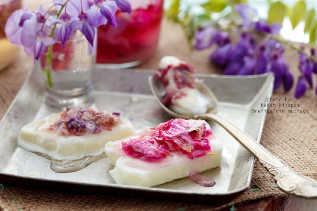 Kokulu Gül Reçelli Dondurma Tarifi