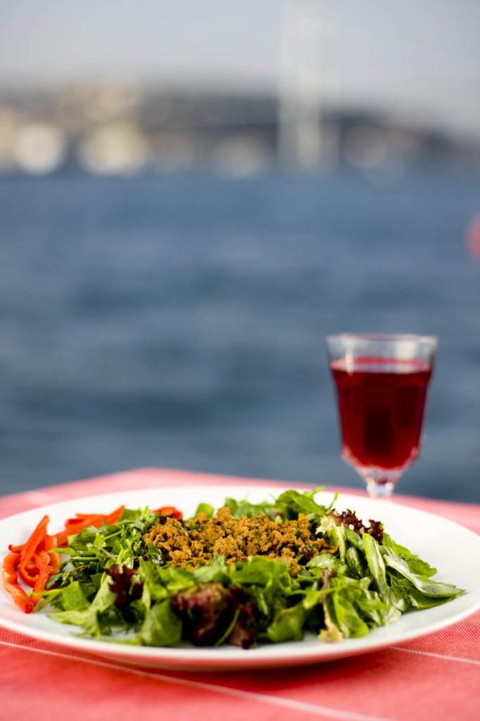 Haşat Köfteli Salata Tarifi